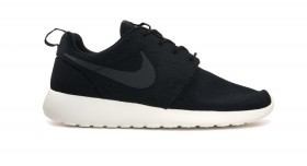 Roshe Run Black/Sail